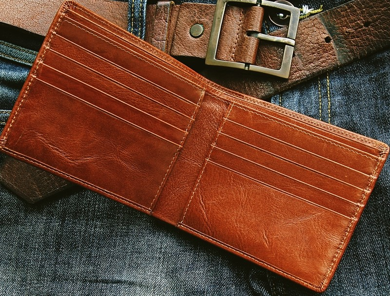 Billfold vs. Wallet: 7 Important Things You Should Know